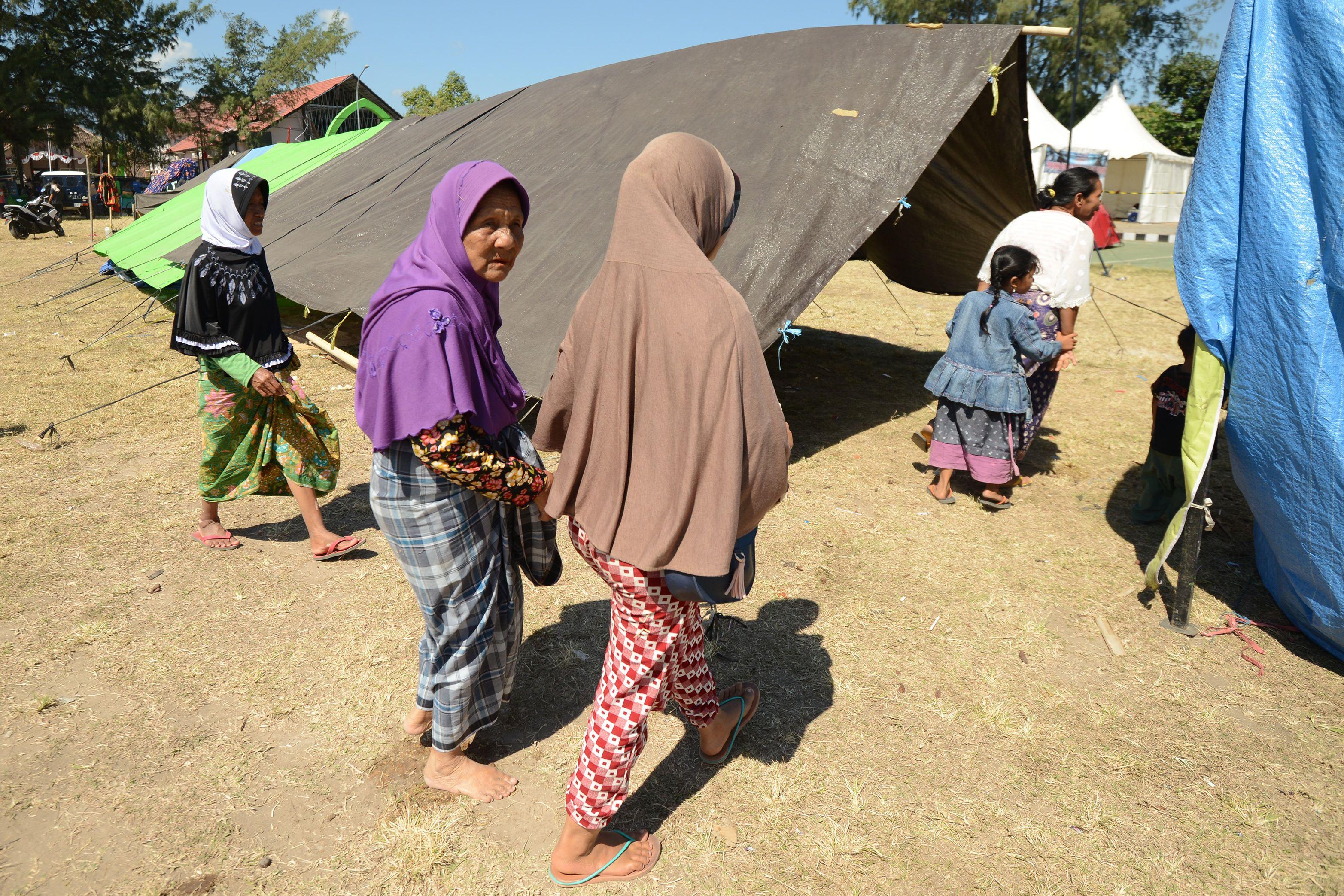 مواطنون إندونيسيون صاروا مشردين