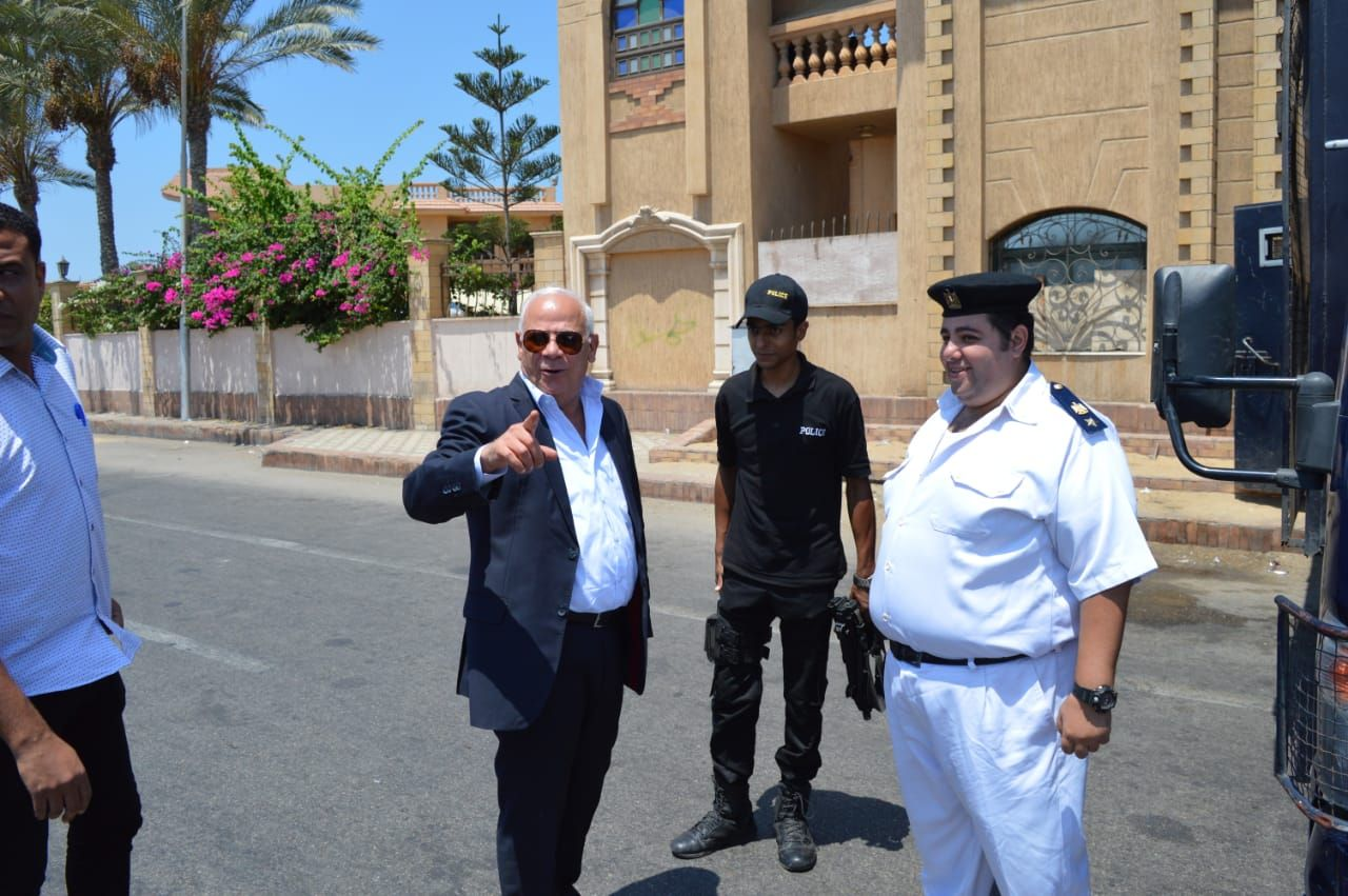 محافظ بورسعيد يتابع عمل المنافذ الجمركية (3)