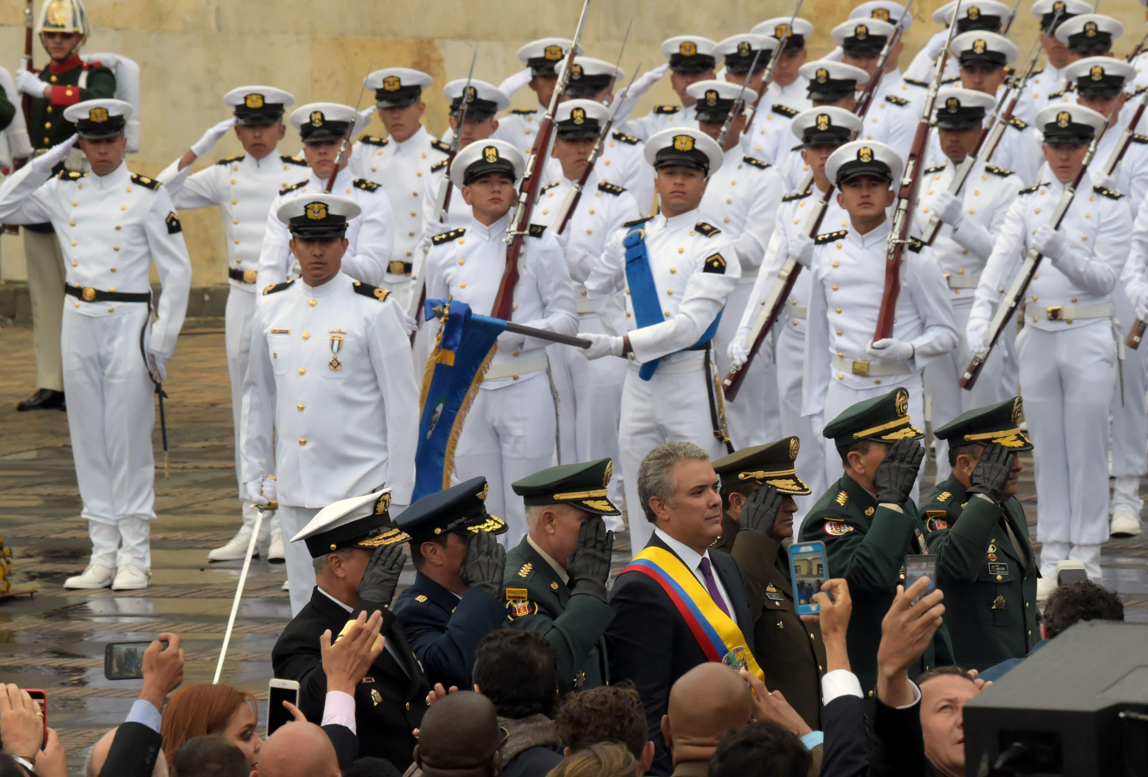 جيش كولومبى خلال الاحتفال