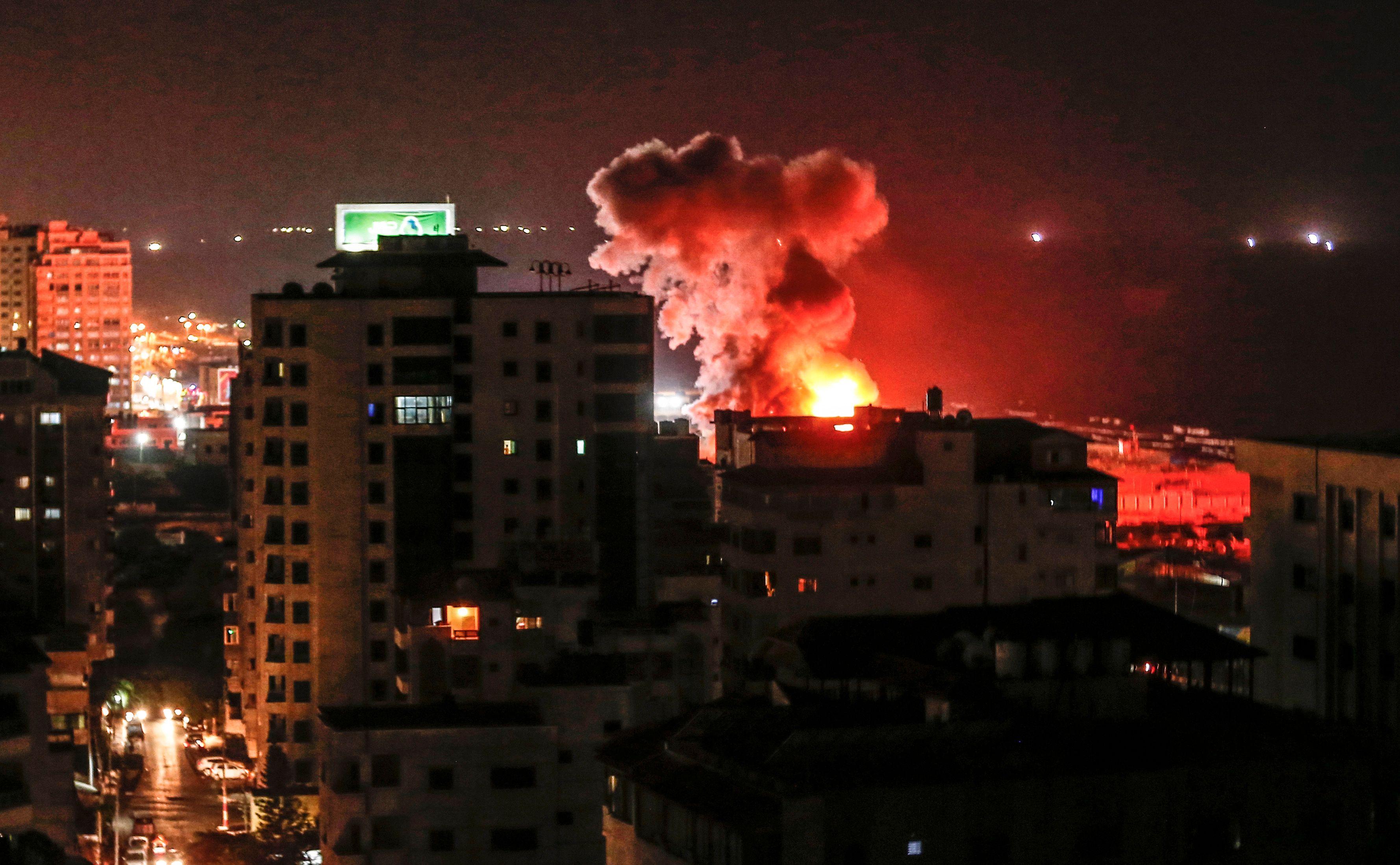النيران تتصاعد من صف الاحتلال