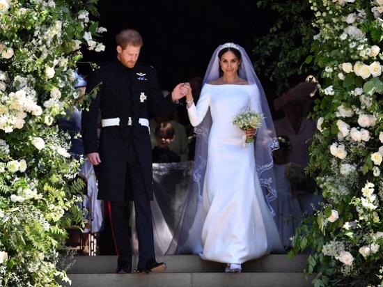 فستان زفافها من جيفنشى