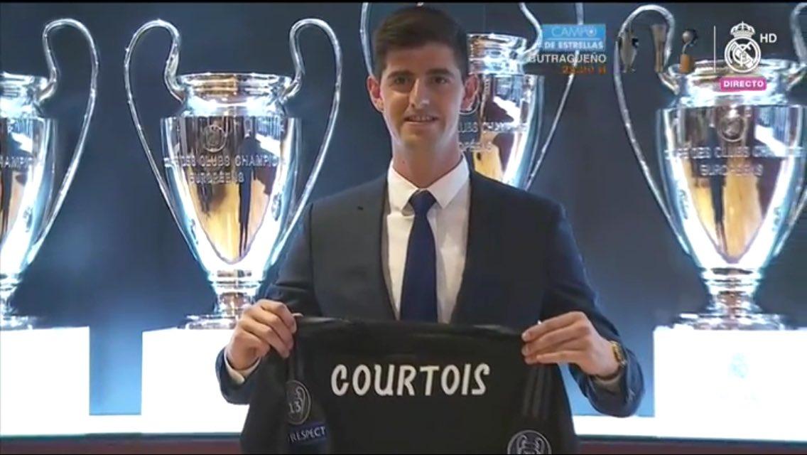 كورتوا يحمل قميصه الجديد فى ريال مدريد
