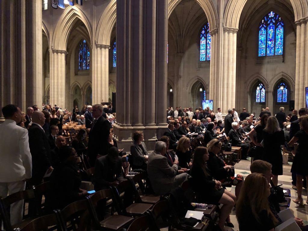 داخل كاتدرائية تأبين ماكين فى واشنطن (2)