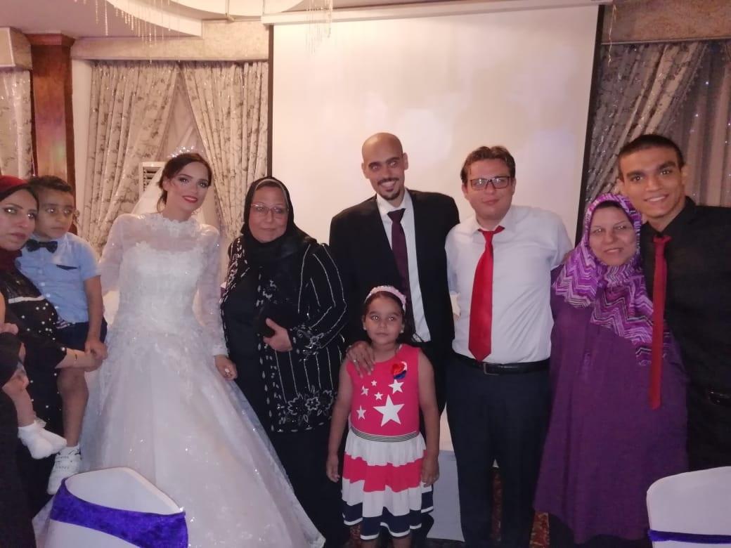 العروسة مع الأهل والأقرباء
