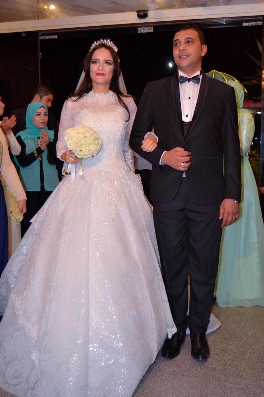 العروسان خلال الزفة