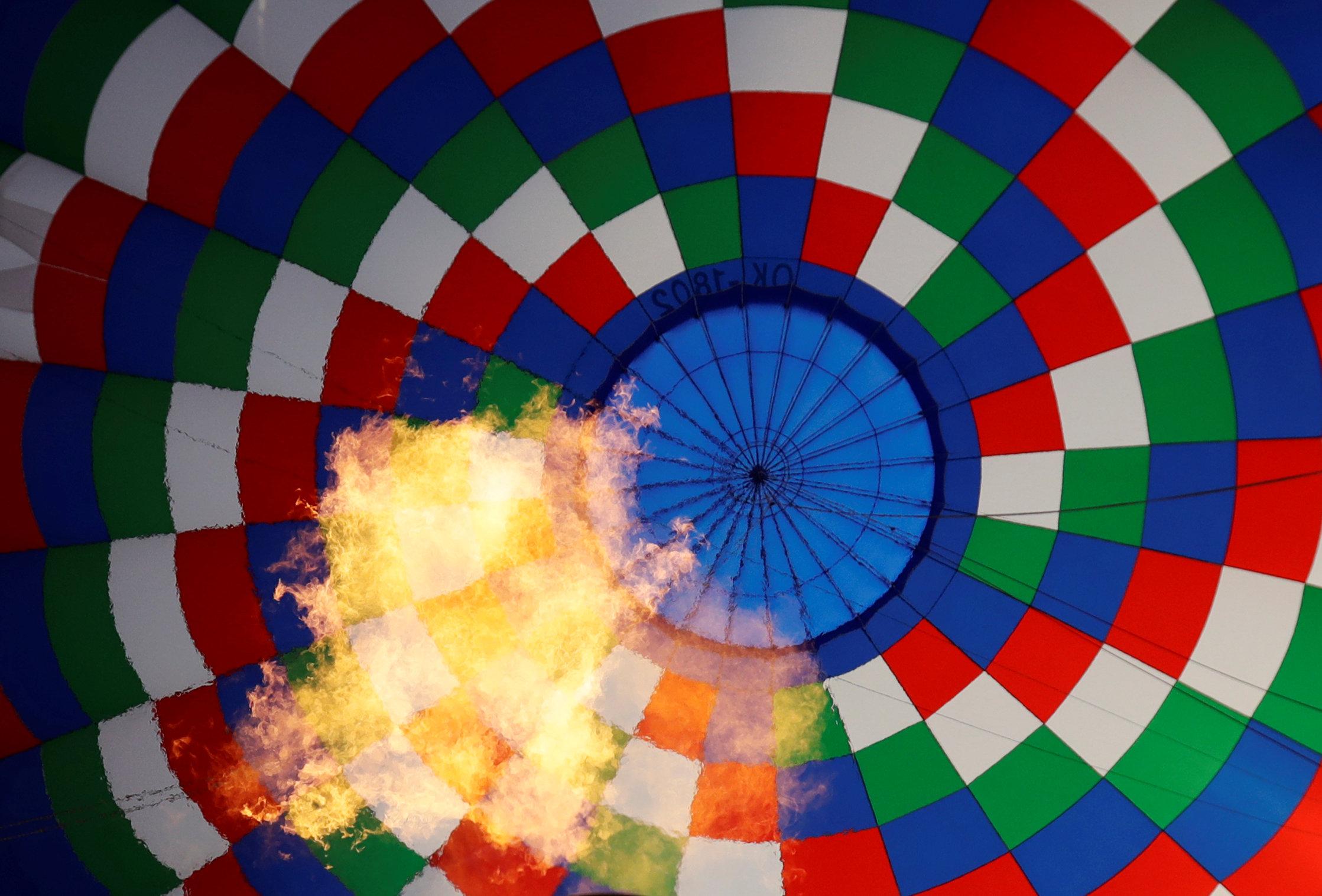 النيران داخل البالون