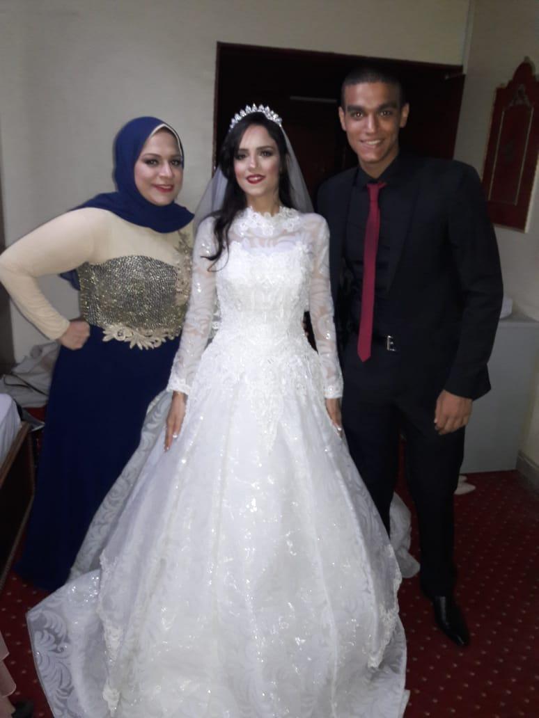 الأنسة آية مع شقيقتها إيمان وشقيقيها شادى