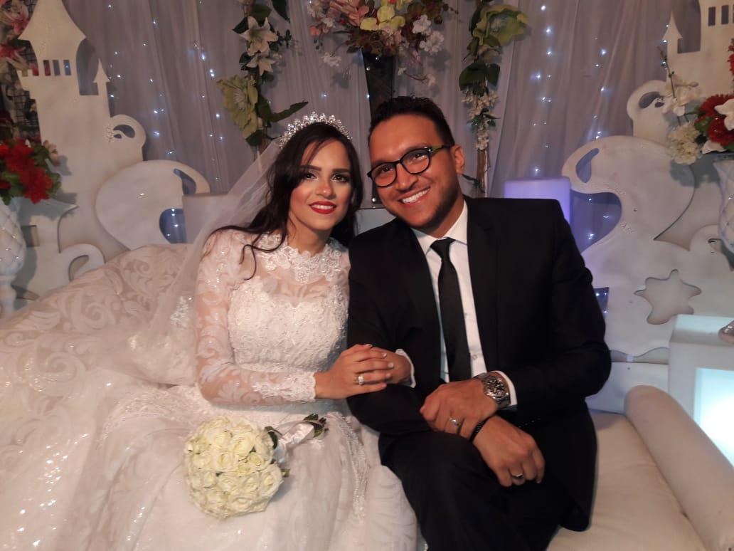 الزميل محمود محيى وشقيقته آية خلال حفل الزفاف