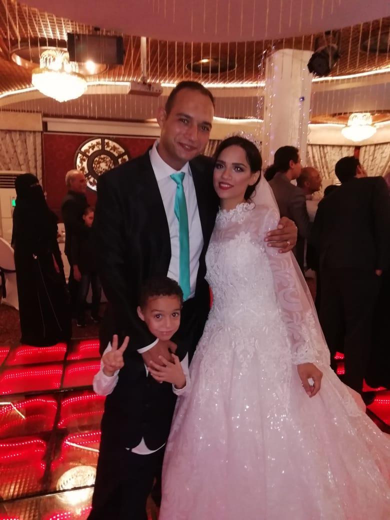 الرائد أ.ح أيمن محيى مع العروسة