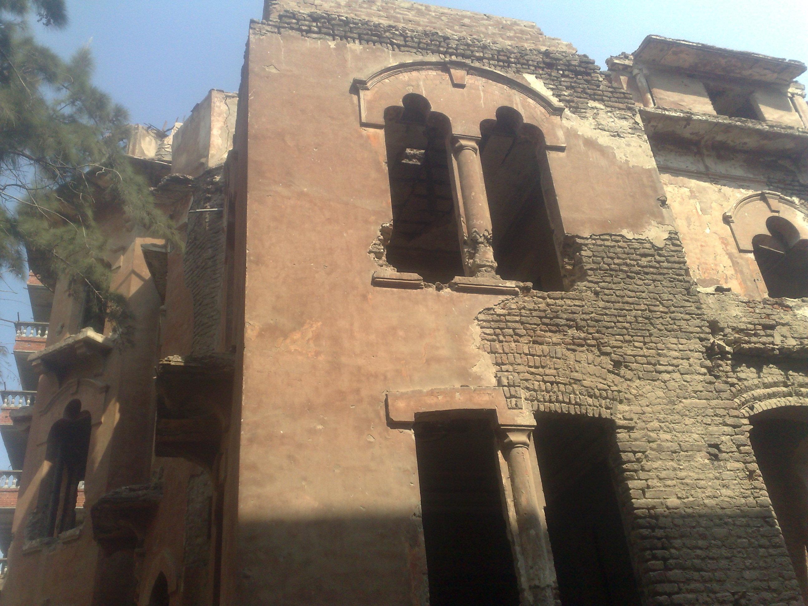 القصر الاحمر بالمنصورة وعلامات الاهمال تظهر عليه (8)