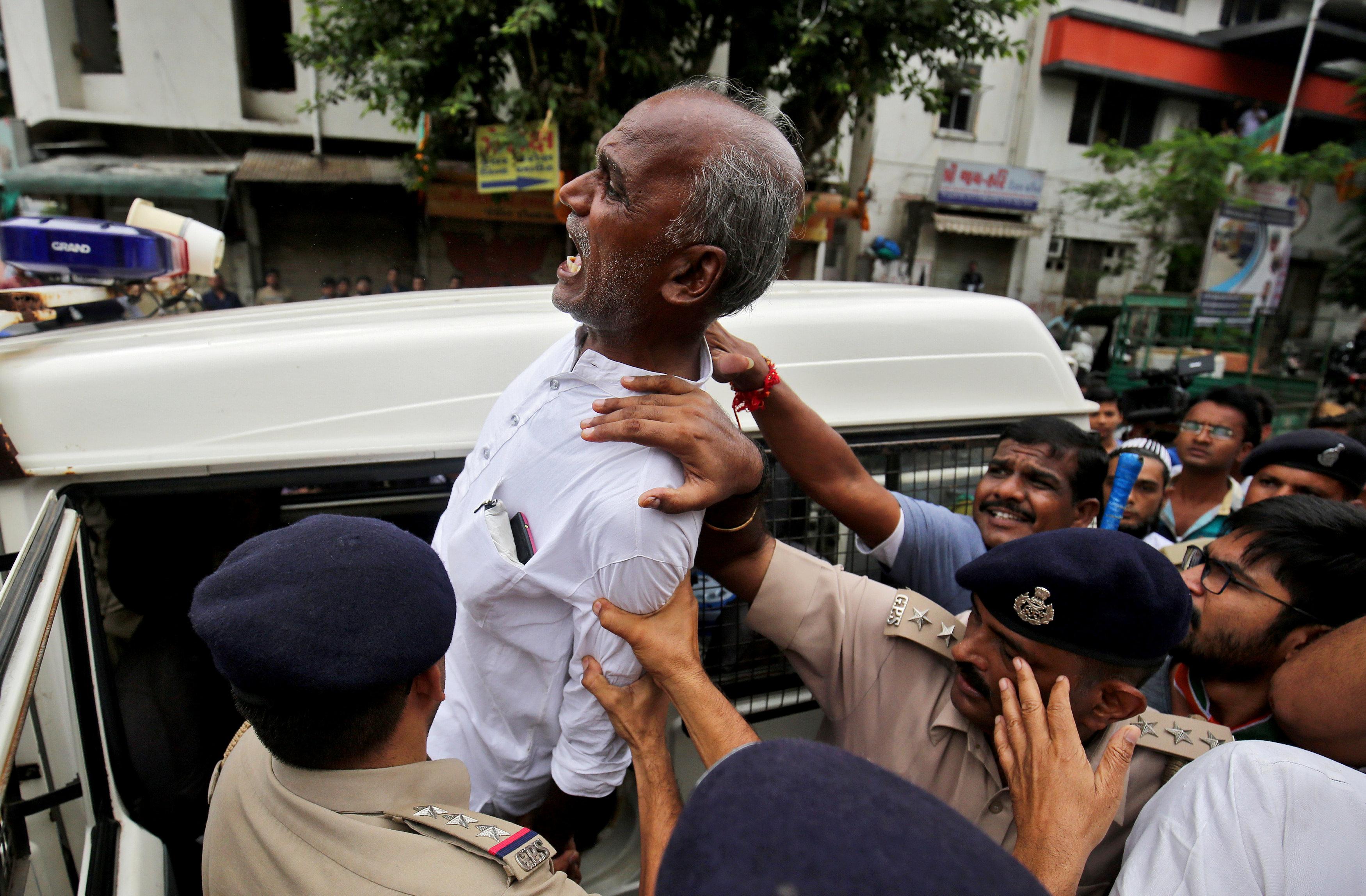 الشرطة تلقى القبض على مؤيدى حزب المؤتمر المعارض الرئيسى فى الهند