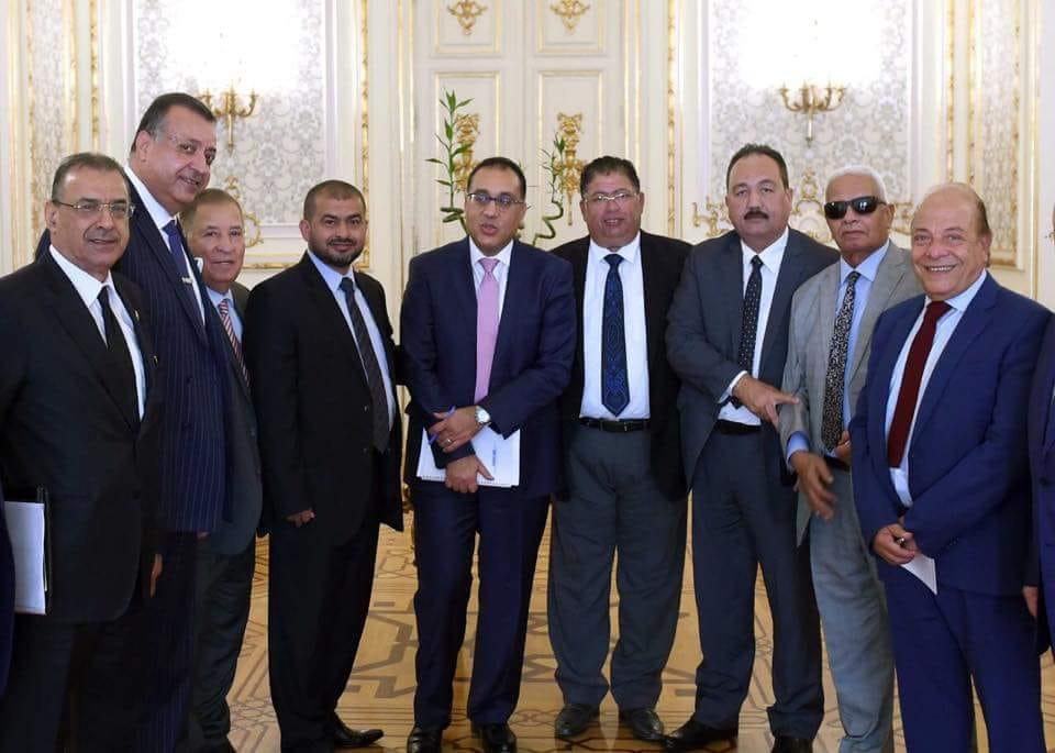 رئيس الوزراء مع عدد من رجال الاعمال