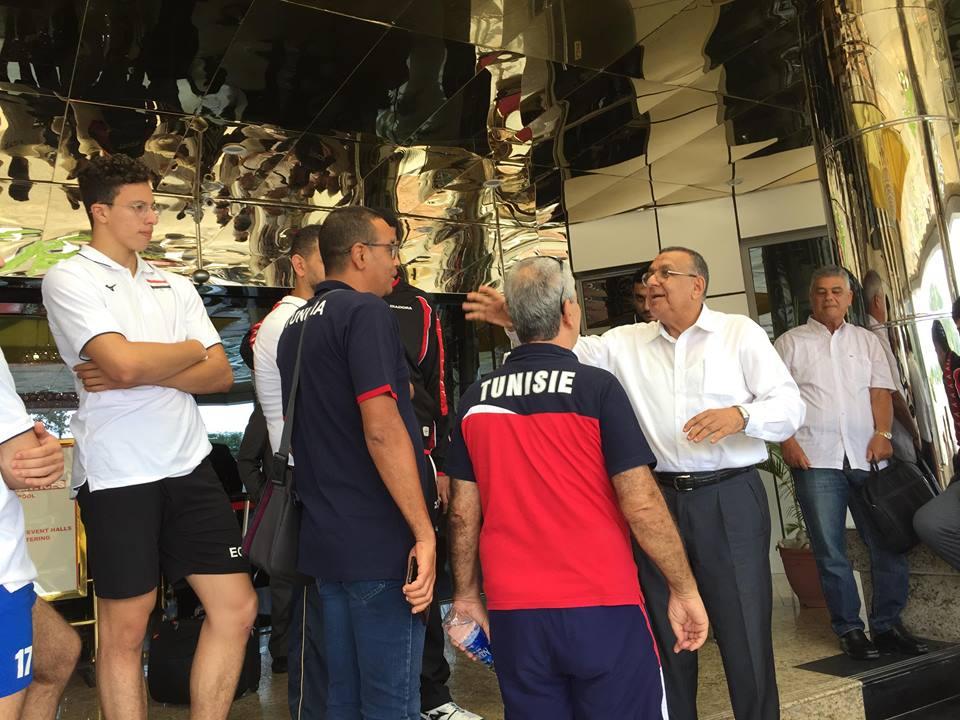 عمرو علوانى يتحدث للاعبين و الجهاز الفنى