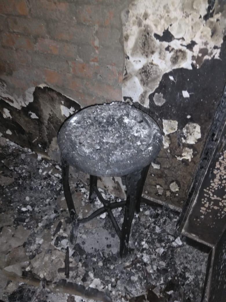 النيران حرقت المنقولات الخشبية