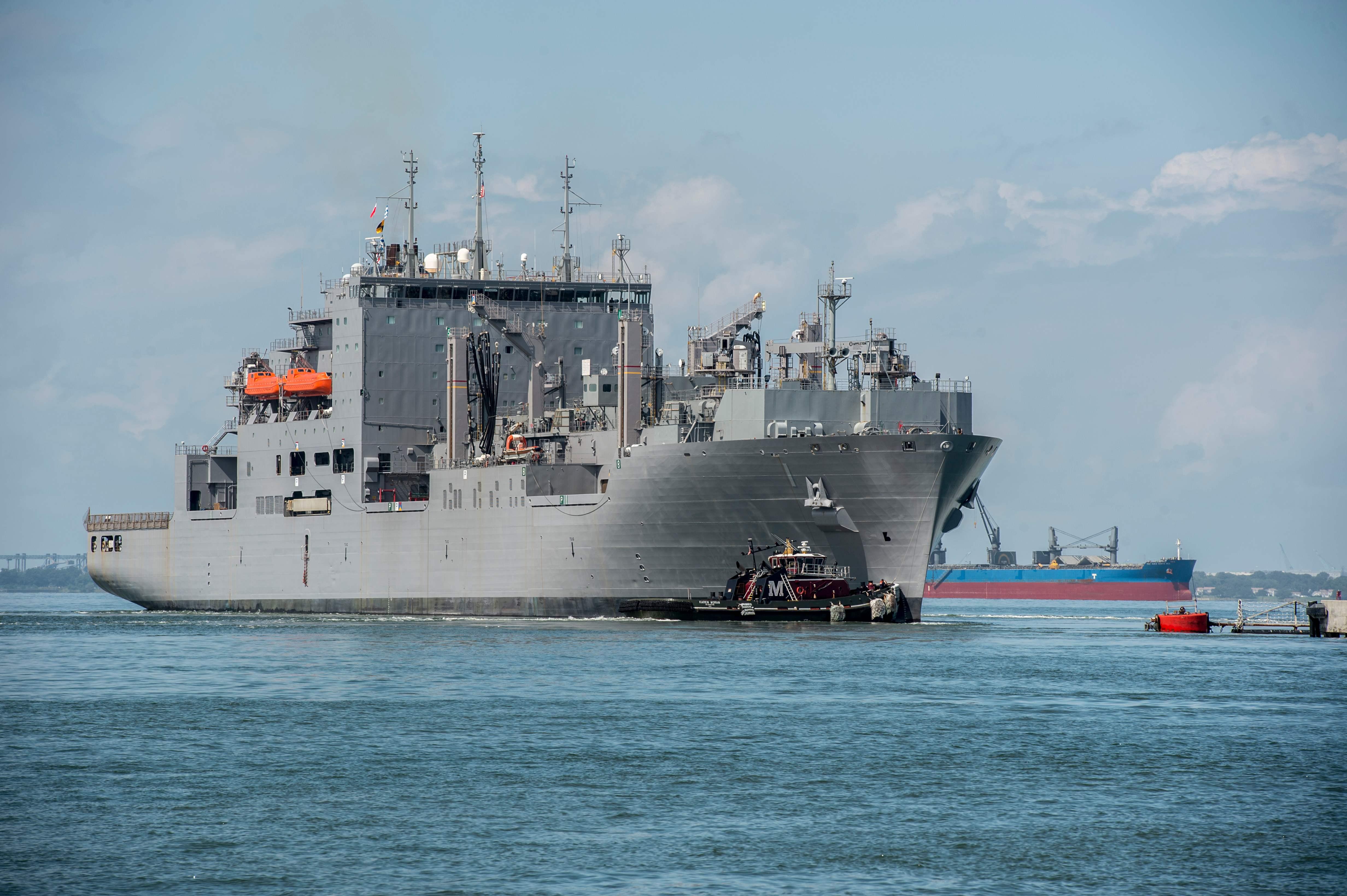 مغادرة مدمرة الصواريخ بعد صدور أوامر قائد الاسطول الامريكى