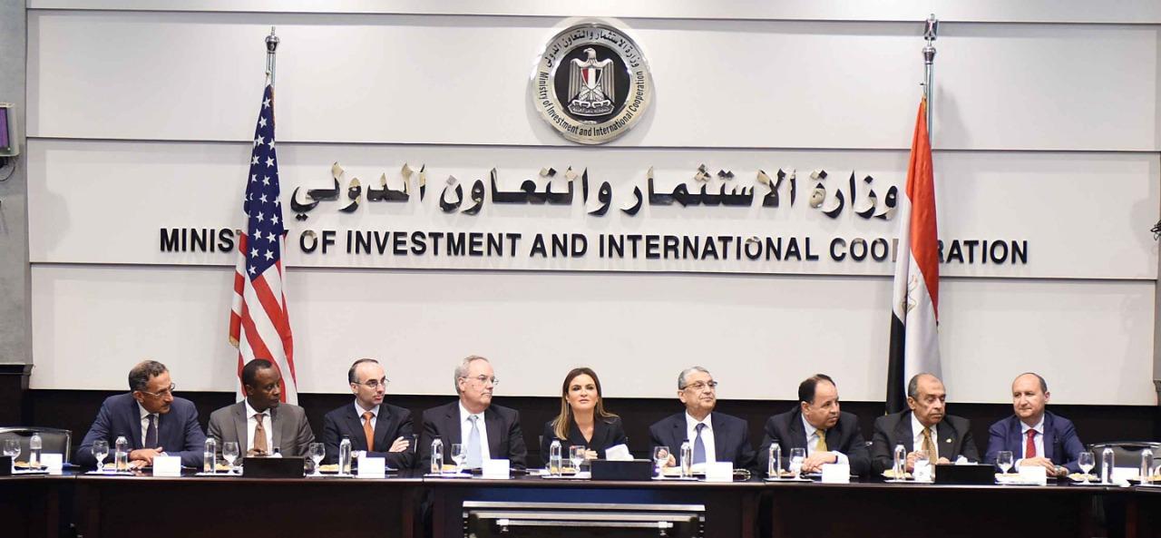 وزراء الحكومة المصرية مع القائم بالأعمال الأمريكى ووفود الشركات