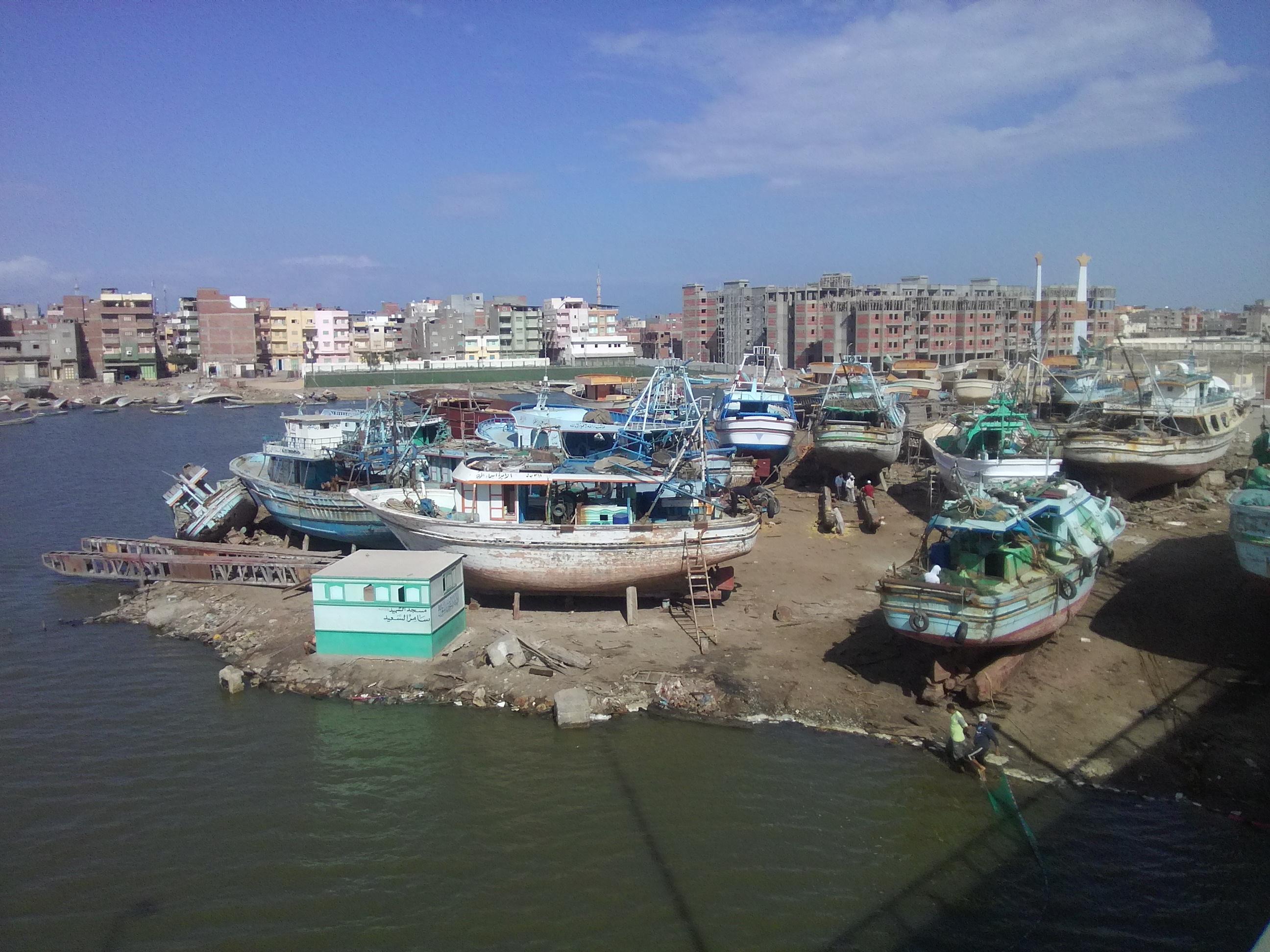 صناعة السفن مهنة الاجداد بكفر الشيخ