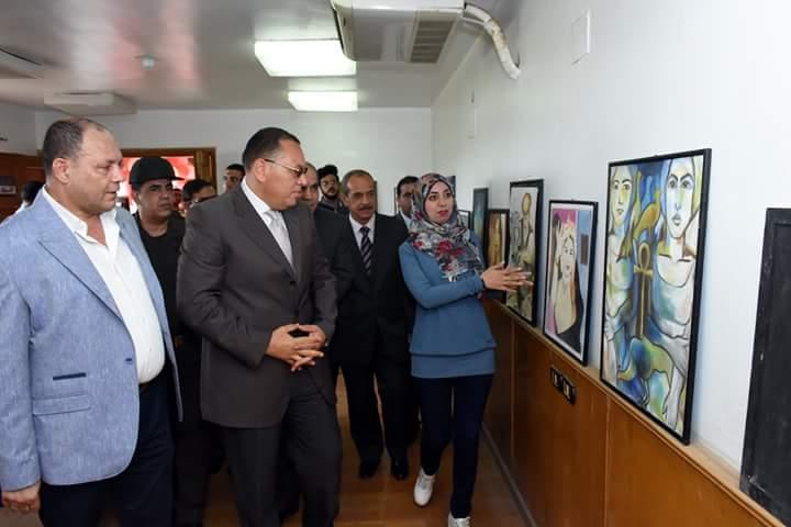 محافظ الشرقية يفتتح معرض الفنون التشكيلية (3)