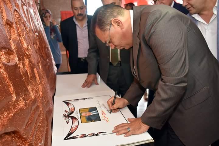 محافظ الشرقية يفتتح معرض الفنون التشكيلية (2)