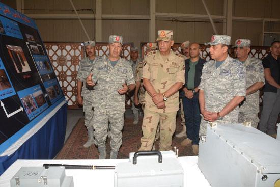 الفريق أول محمد زكى وزير الدفاع يتفقد تدريبات النجم الساطع 2018 (2)