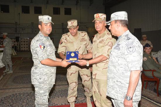 الفريق أول محمد زكى وزير الدفاع يتفقد تدريبات النجم الساطع 2018 (5)