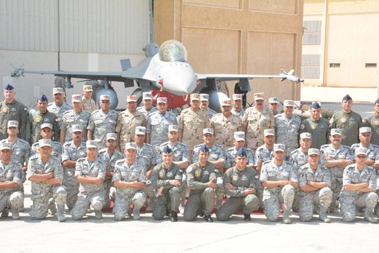 الفريق أول محمد زكى وزير الدفاع يتفقد تدريبات النجم الساطع 2018 (4)