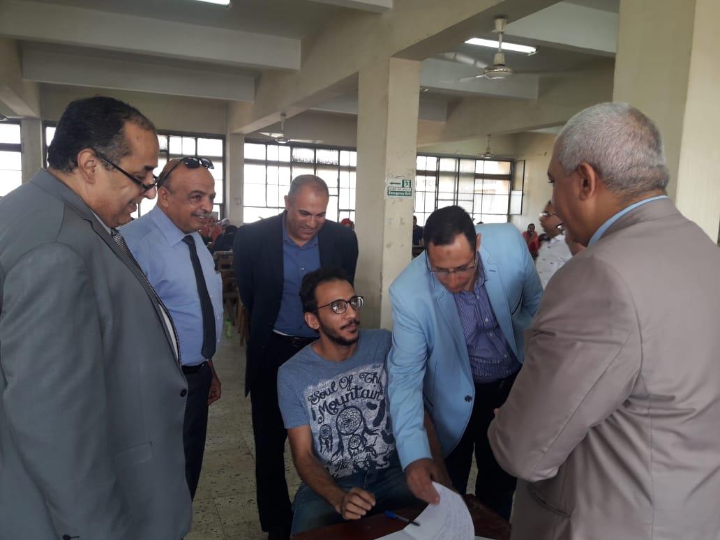 رئيس جامعة الأزهر يتفقد لجان امتحانات الدراسات العليا بكلية الطب (3)