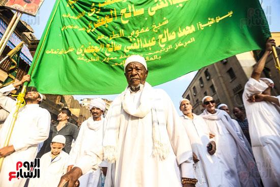 مشاركون من جنسيات مختلفة بموكب احتفال الصوفية برأس السنة الهجرية بالحسين