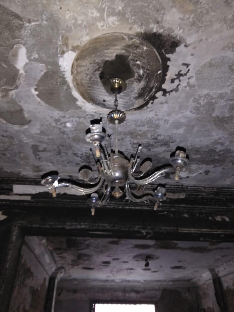 النيران التهمت سقف المنزل