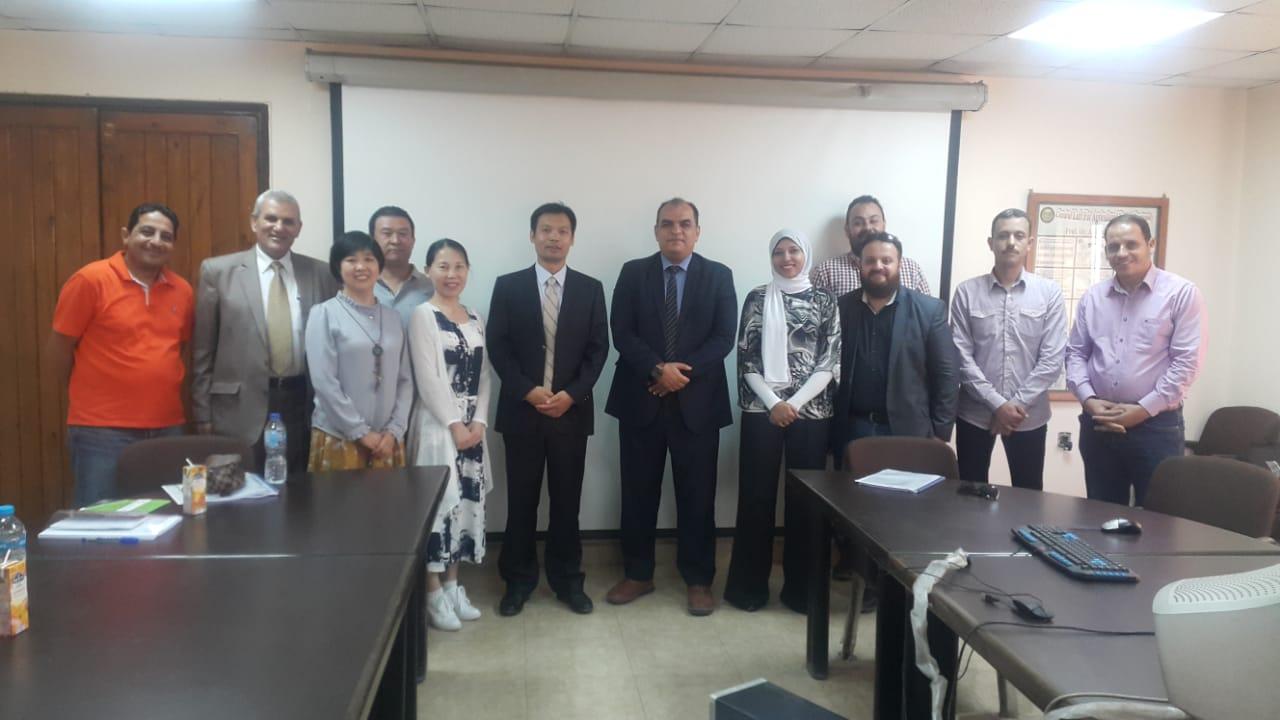 الدكتور احمد العطار رئيس الحجر الزراعى والوفد الصينى (2)