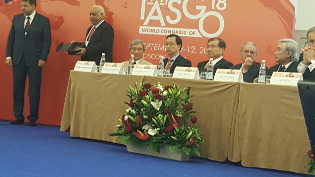 العالم المصرى خلال تكريمه بمؤتمر الجهاز الهضمى بموسكو