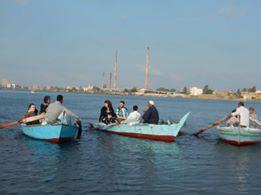 الوفد مع الصيادين بنهر النيل