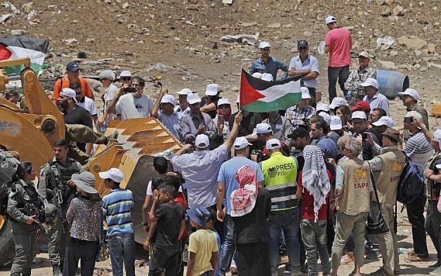 اعلام فلسطين فى وجه الاحتلال