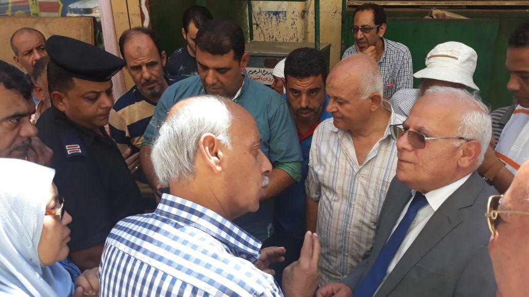 جولة محافظ بورسعيد في منطقة سوق البازار  (9)