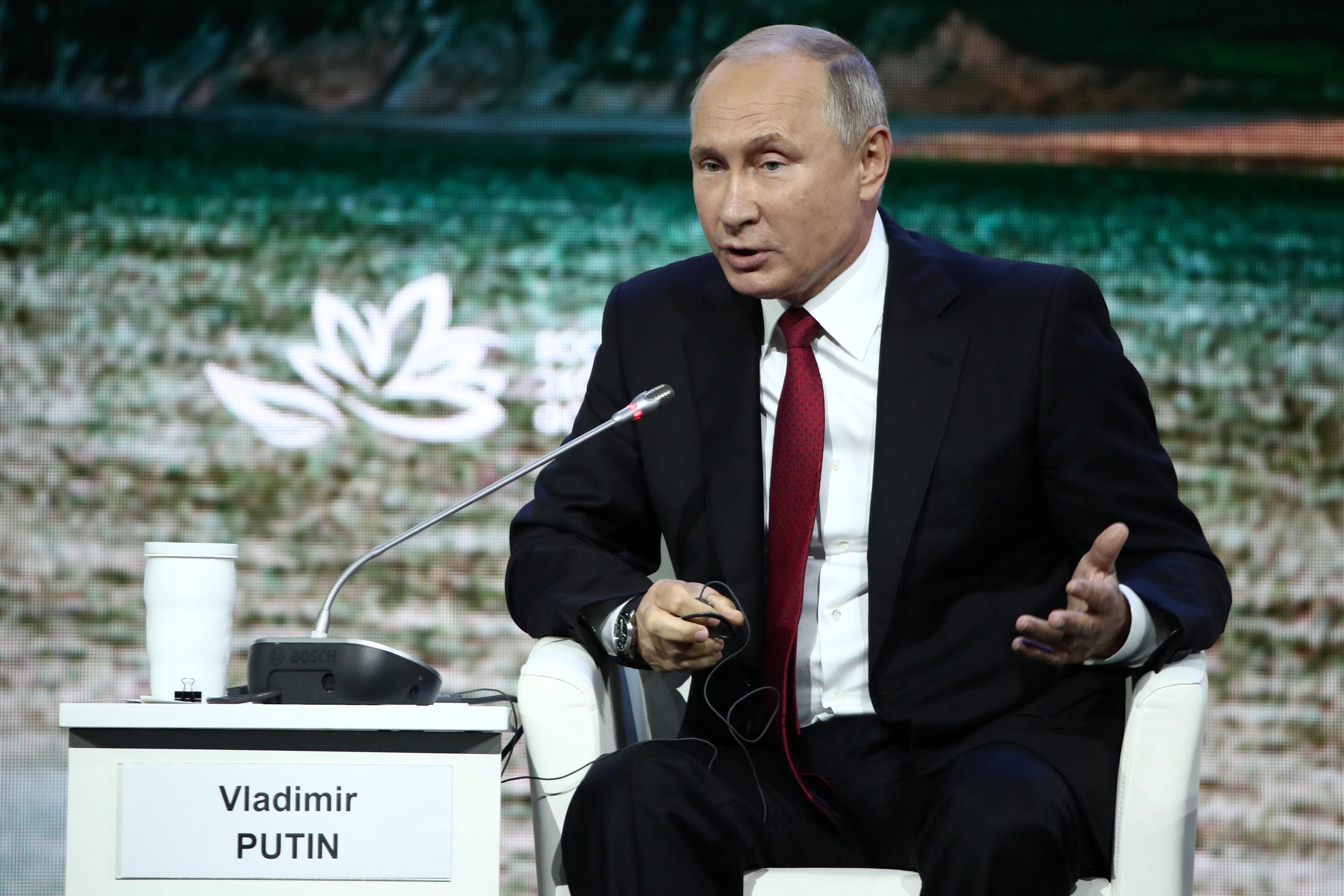 2 - الرئيس الروسي بوتين يحضر المنتدى الاقتصادي الشرقي في فلاديفوستوك
