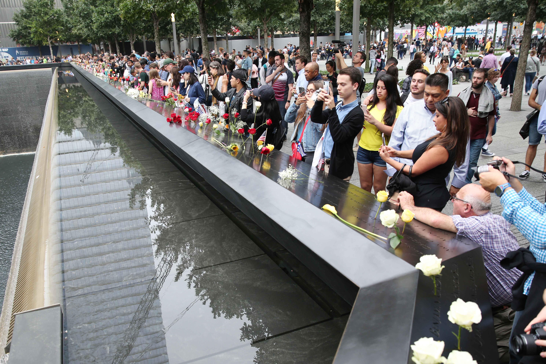 توافد المواطنون الأمريكيون بموقع إحياء الذكرى
