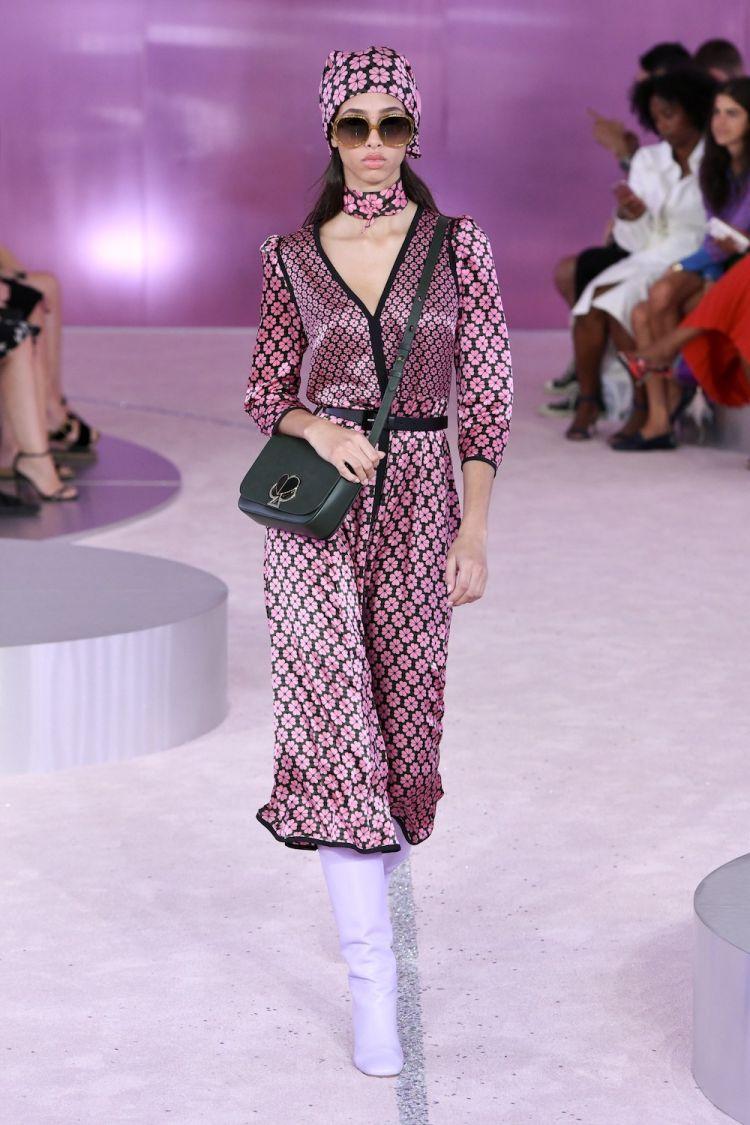 تصميمات مختلفة للحجاب فى أسبوع الموضة بنيويورك