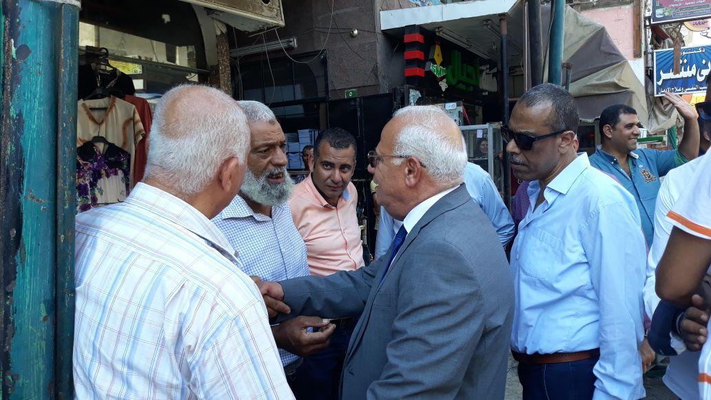 جولة محافظ بورسعيد في منطقة سوق البازار  (6)