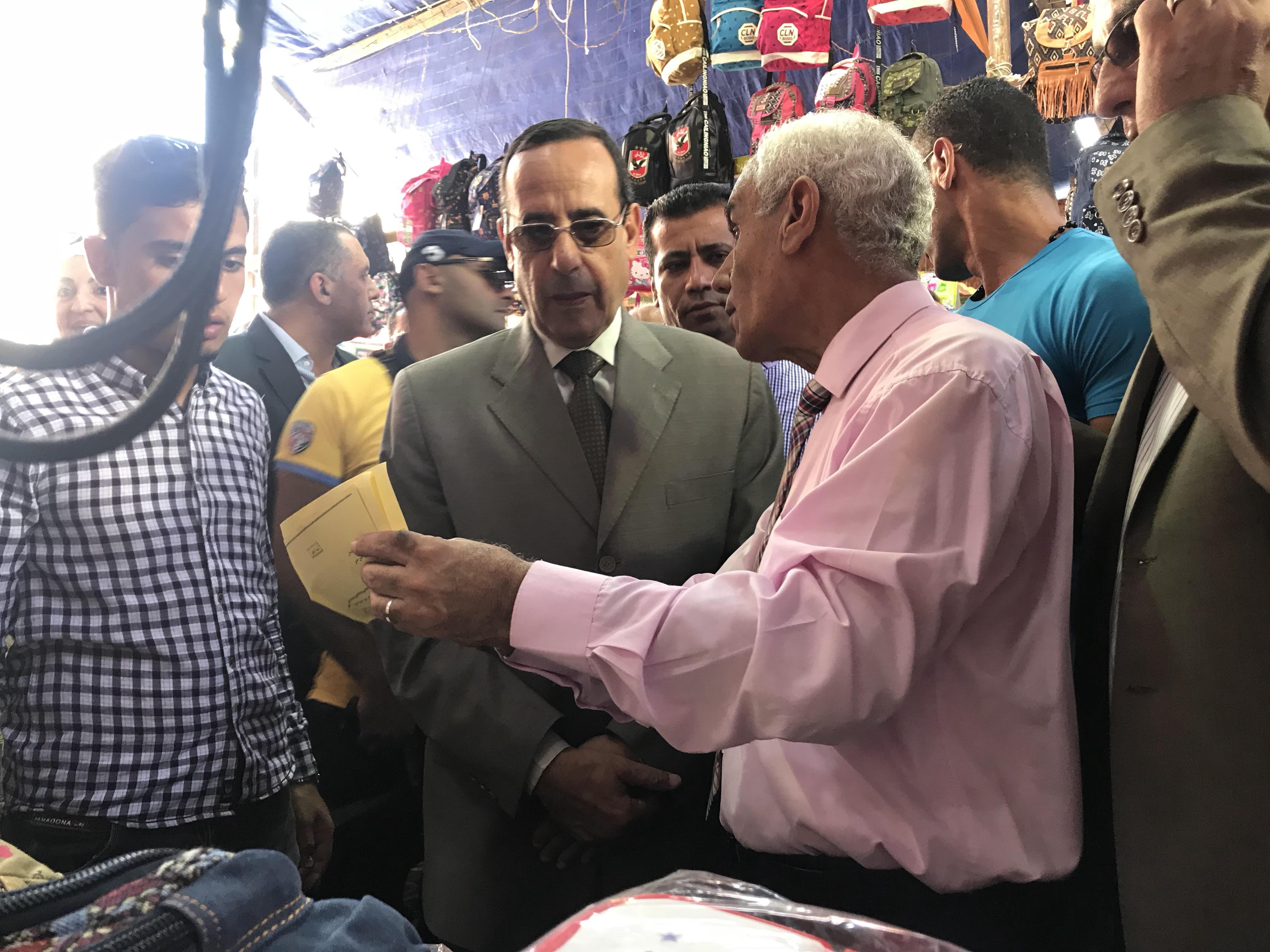 محافظ شمال سيناء يفتتح معرض العودة للمدارس (2)