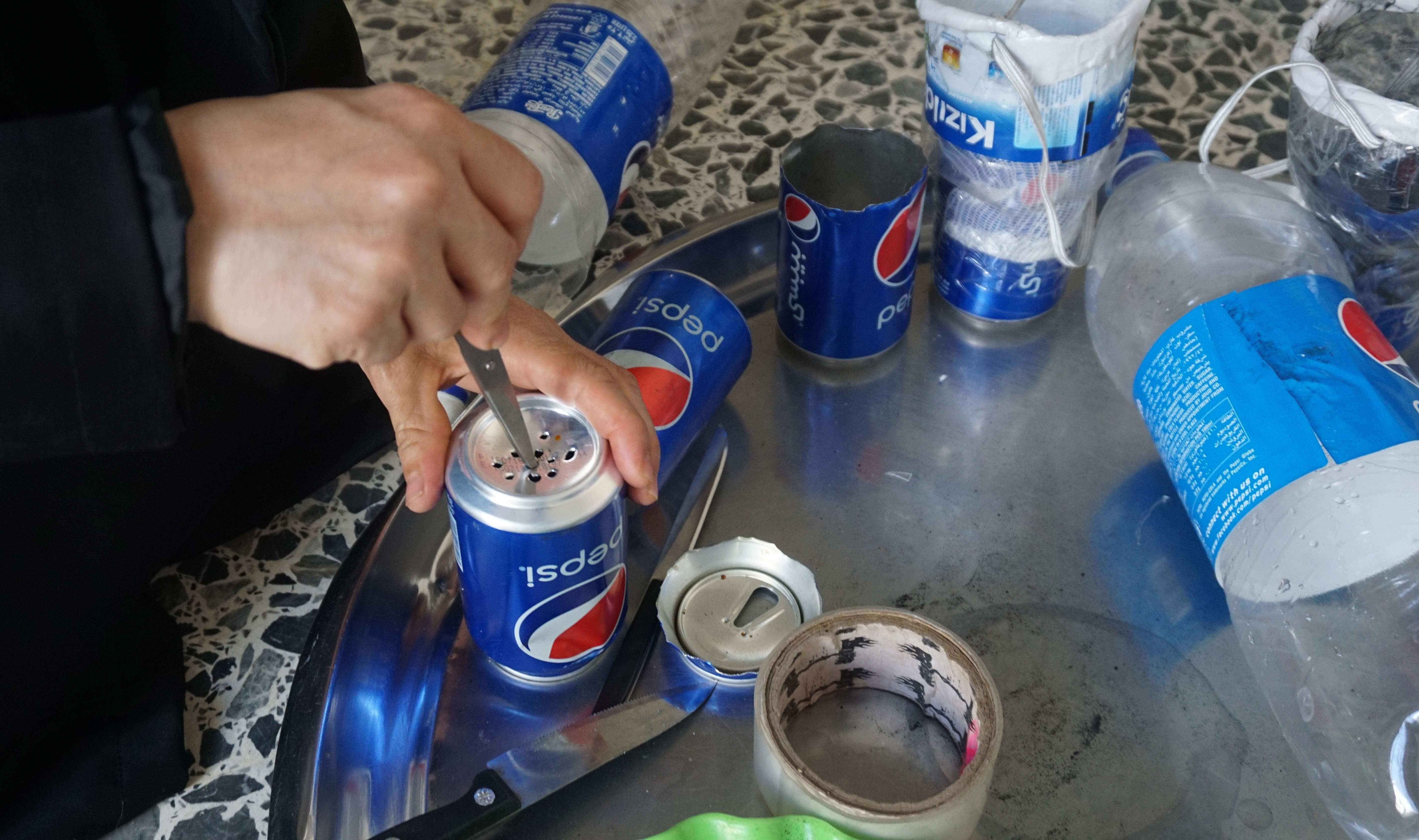 طريقة اعداد اقنعة الغاز من الفحم وزجاجات البلاستيك