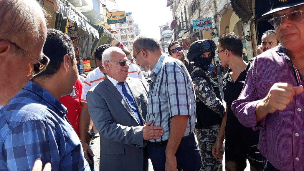 جولة محافظ بورسعيد في منطقة سوق البازار  (2)