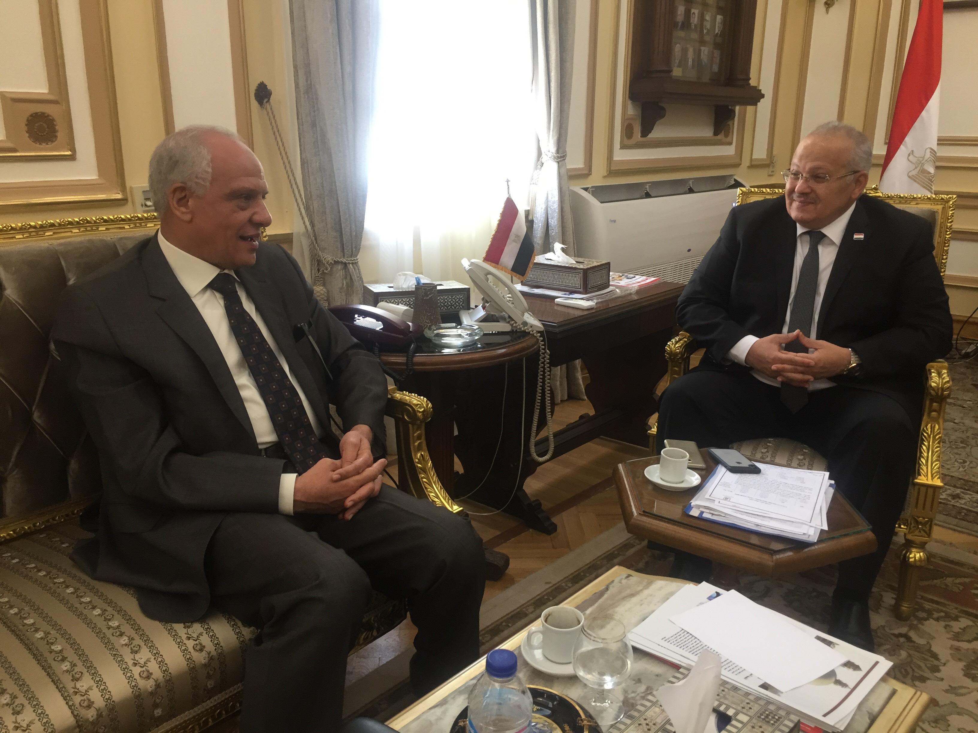 . رئيس جامعة القاهرة يستقبل محافظ الجيزة بمكتبه لبحث استعدادات العام الدراسى الجديد (4)