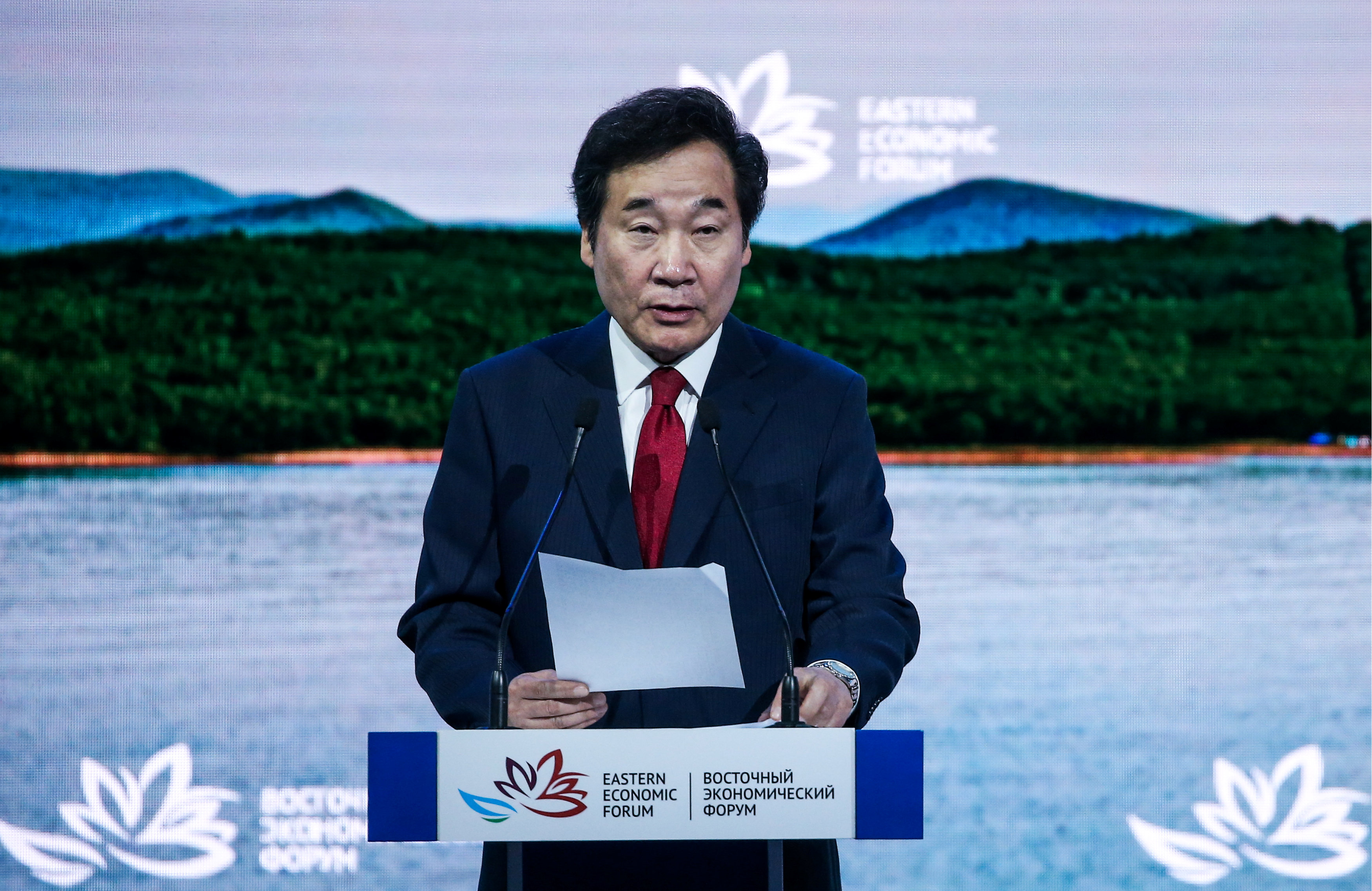 8 -  رئيس وزراء كوريا الجنوبية لي ناك يون يحضر المنتدى الاقتصادي الشرقي في فلاديفوستوك