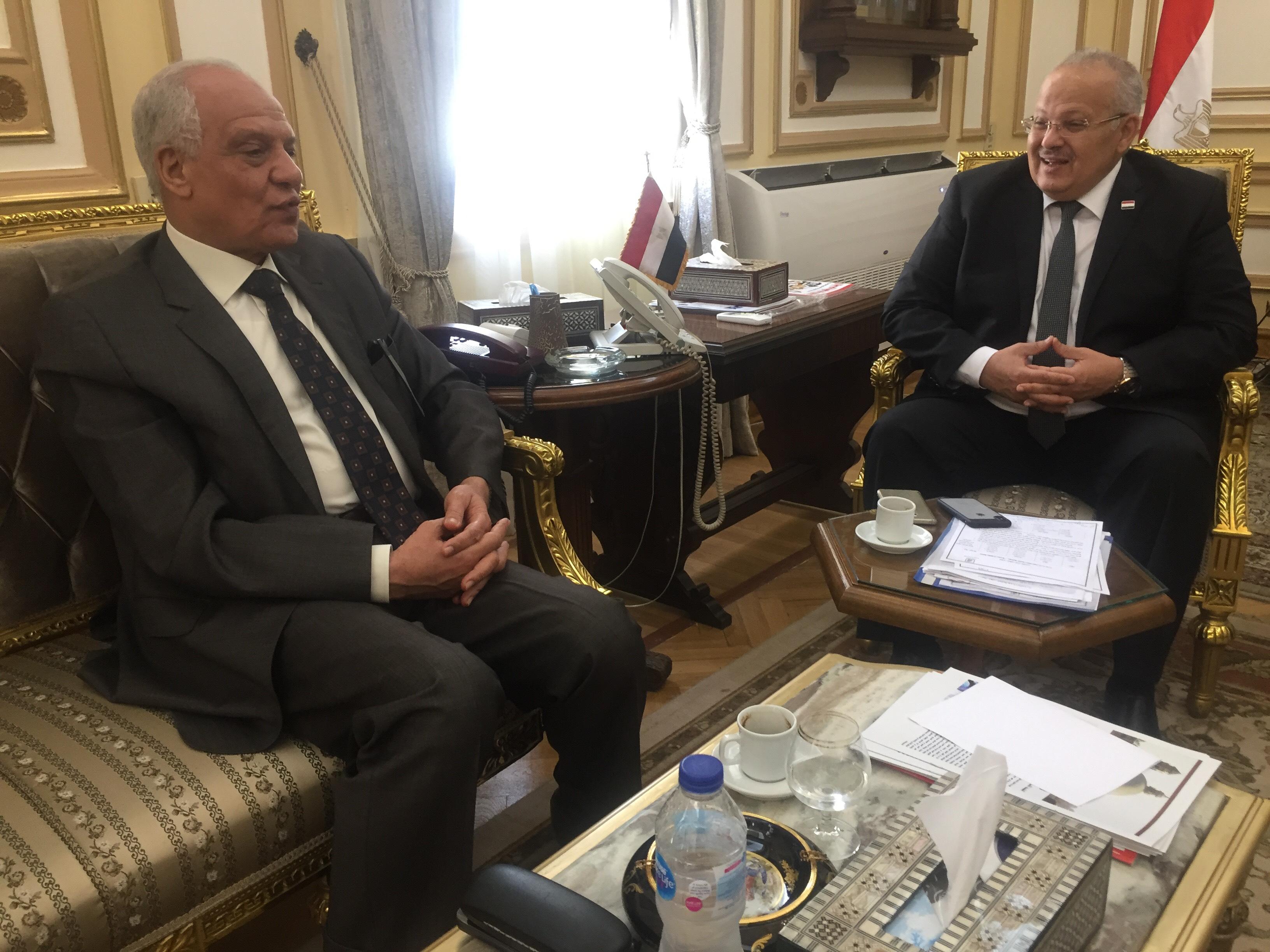 . رئيس جامعة القاهرة يستقبل محافظ الجيزة بمكتبه لبحث استعدادات العام الدراسى الجديد (3)