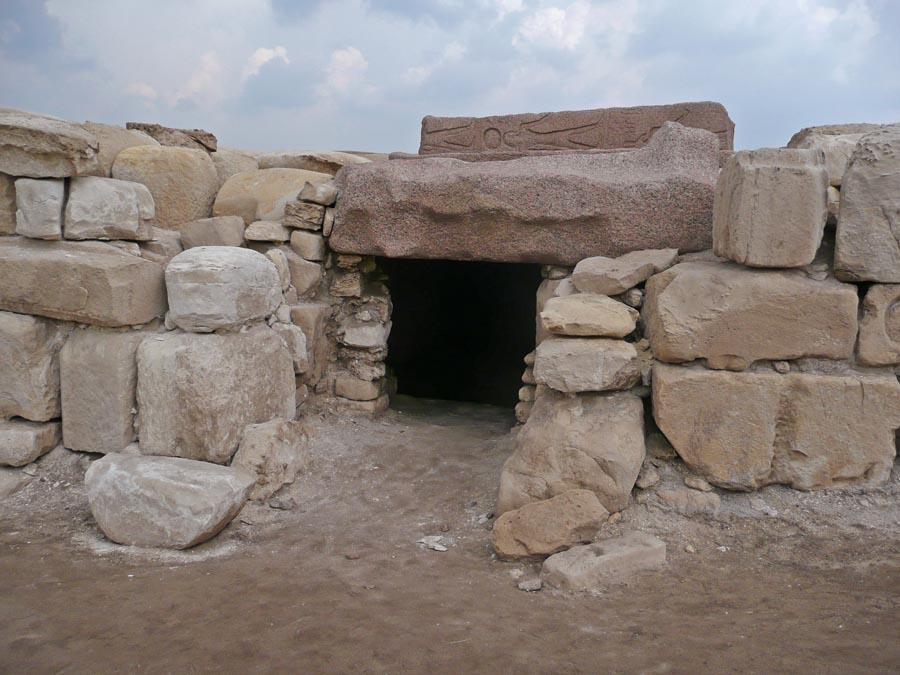 معبد الملك أوسركون الثاني في القرية