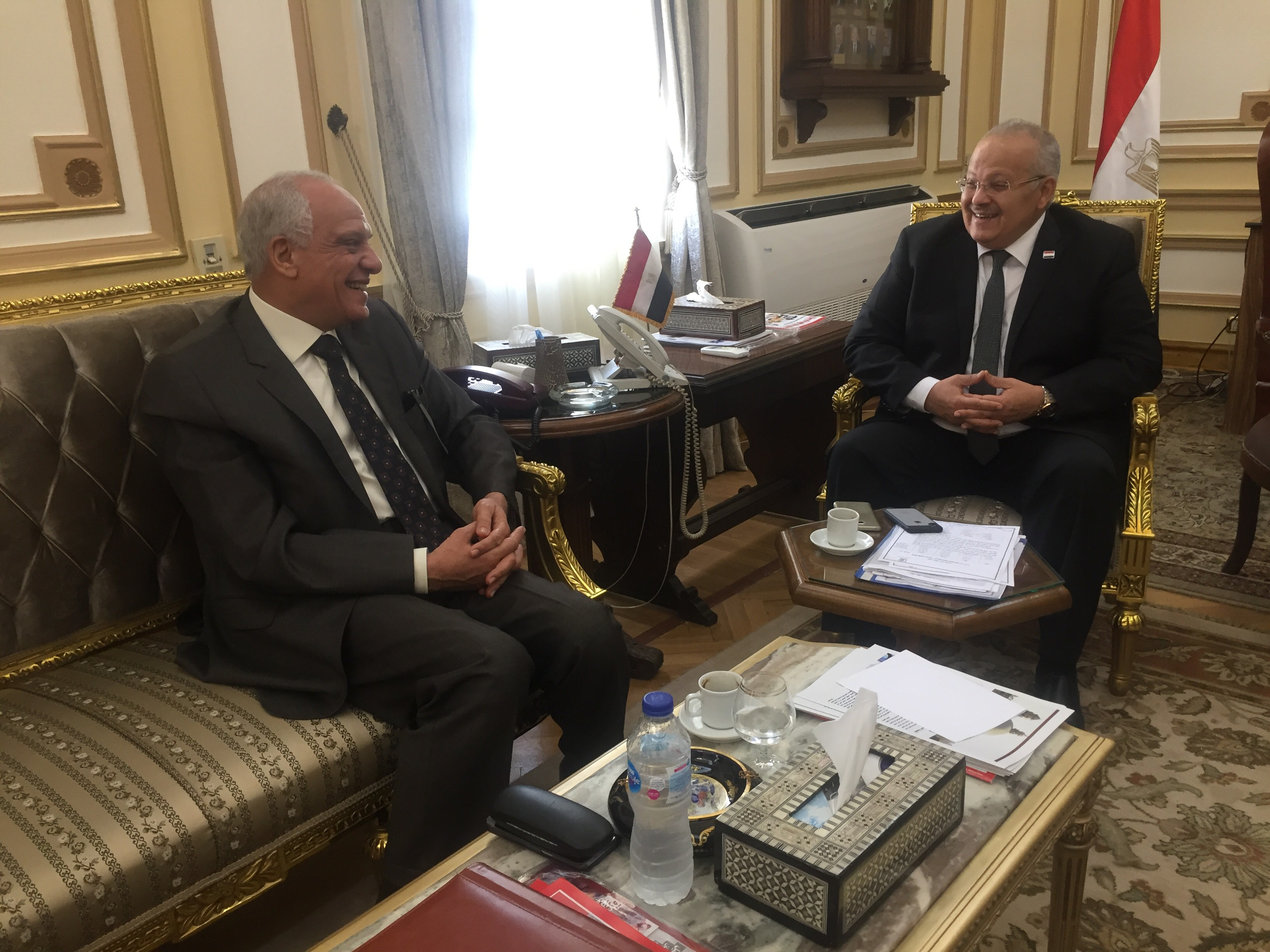. رئيس جامعة القاهرة يستقبل محافظ الجيزة بمكتبه لبحث استعدادات العام الدراسى الجديد (2)