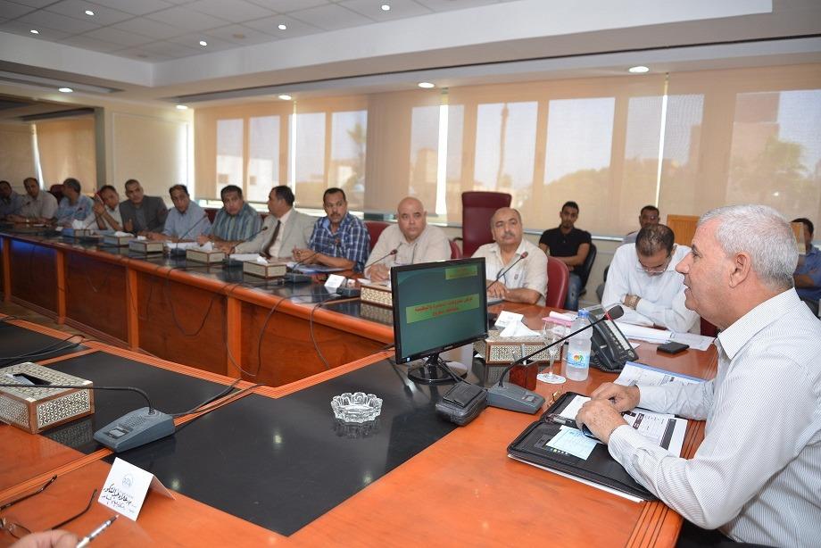 لقاء محافظ مطروح مع رؤساء المدن (2)