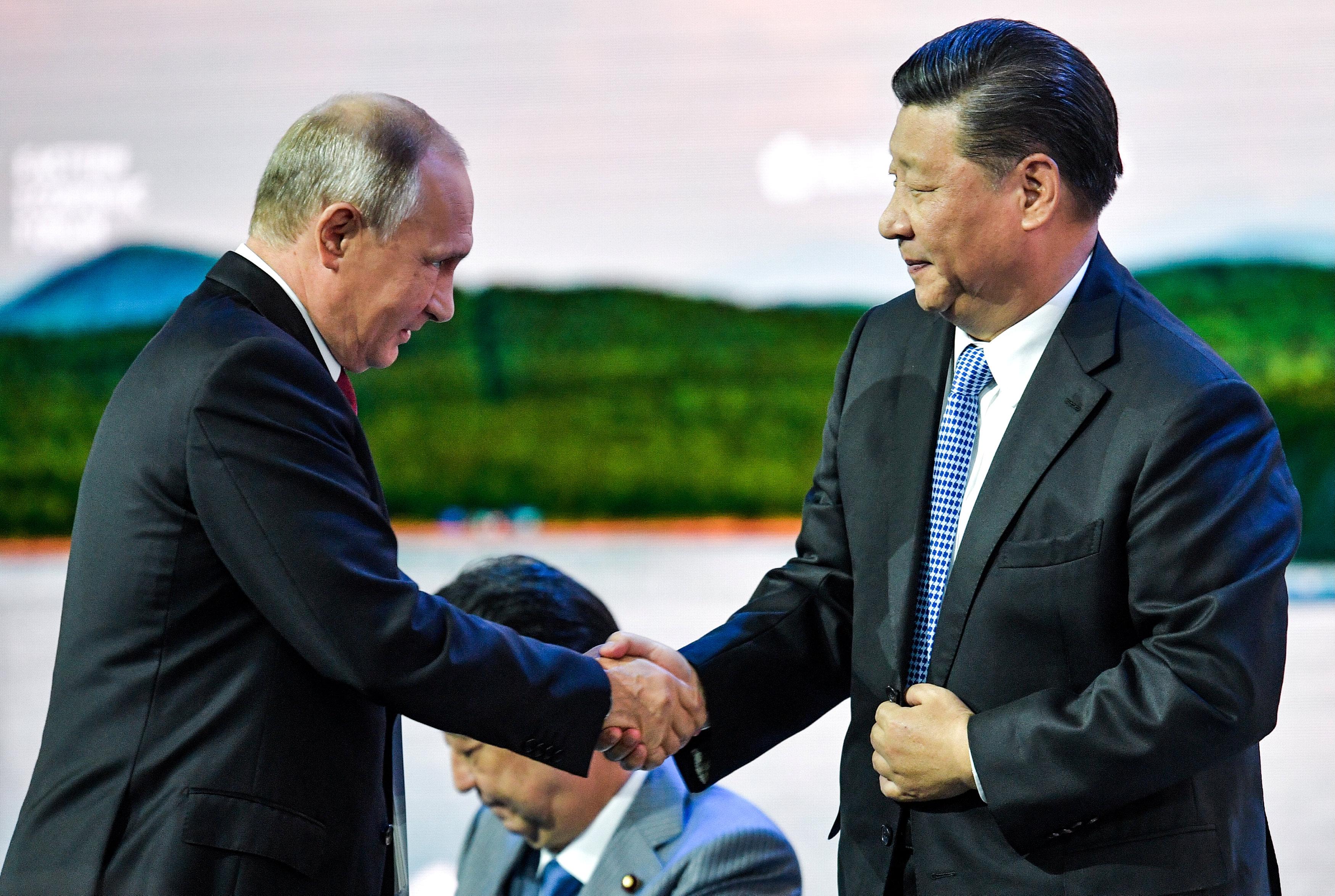 3- الرئيس الصينى وبوتين فى المنتدى الاقتصادى