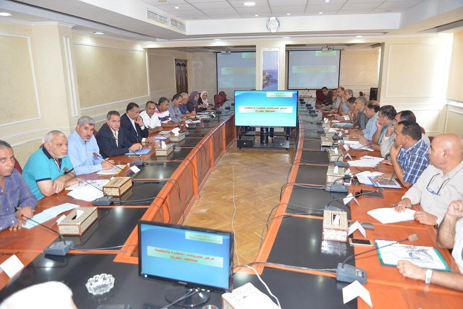 لقاء محافظ مطروح مع رؤساء المدن (1)