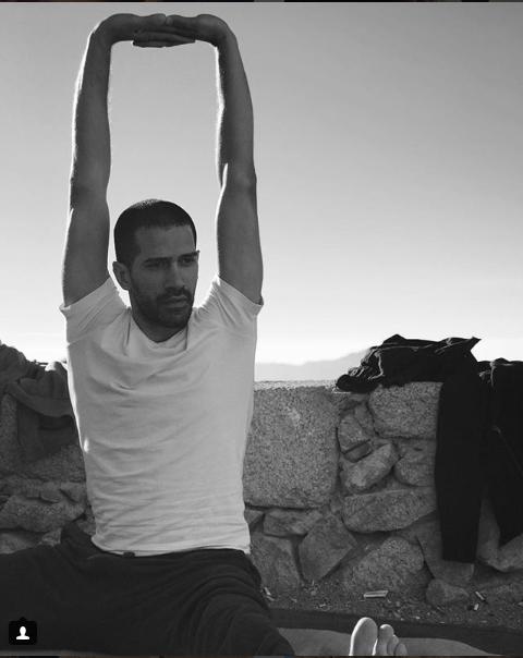 أحمد مجدى يمارس اليوجا